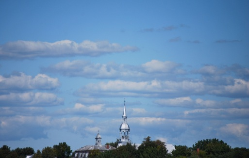 Nuages et clocher du côté des îles Boucherville.