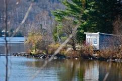 cabane et lac